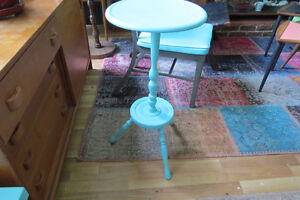 Bright and cheery little retro/vintage table/stand