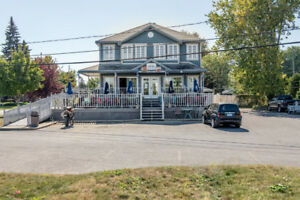 5plex semi-commercial + resto bar face à une future marina