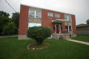 Thompson & Chesterfield Large 2 Bedroom Main Floor New Hardwood