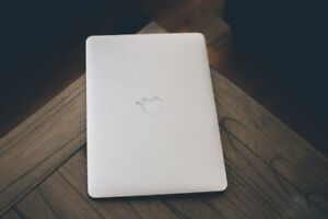 """Top of the Line Turbo Boost 2015 MacBook Air 13"""" !"""