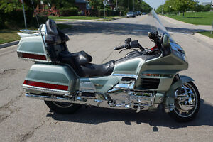 2000 Gold Wing SE  goldwing low kms with safety!!