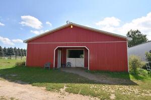 1+2 Bedroom Farm House and Barn in Dundas
