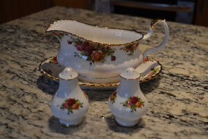 "Service set from Royal Albert with ""Old Country Roses"" pattern"
