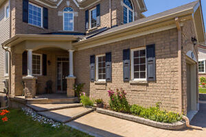 STUNNING SINGLE HOME IN KANATA LAKES/ WALK OUT/UPGRADED