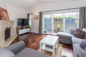 Kits 3bed/2bath townhouse with HUGE rooftop deck!