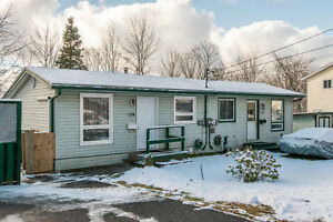 Cozy 3 bedroom home in Lower Sackville! - Smokey Drive
