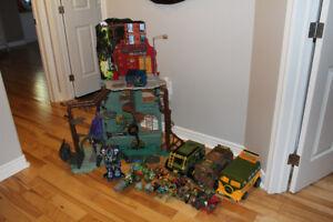 Teenage Mutant Ninja Turtle Toys, Sewar Liar, vans, etc.