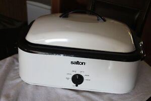 Salton Roaster Oven with accessories
