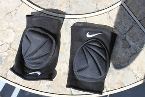 Nike knee guards small adult/large child