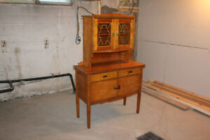 Buffet antique en deux sections