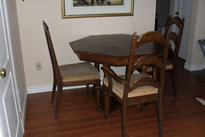 Table & Chairs / Table & Chaises