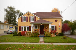 Open House Sun 2-4pm: Victorian 3 Bed Home in Heritage District