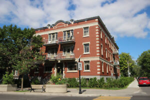 Stunning one bedroom Monkland 4 1/2 available August 1st!