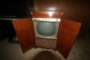 Old style TV in a cabinet - Not sure of make or model