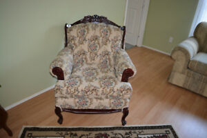 Antic chair for sale / chaise antique a vendre