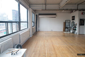 LARGE BRIGHT LOFT-STYLE PHOTO/VIDEO STUDIO FOR RENT DOWNTOWN