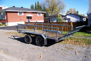 Double axle trailer with loading ramp