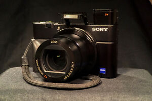 Sony RX100 iv MINT CONDITION *7 MO. FACTORY WARRANTY REMAINING*