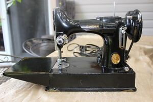 Fabulous Vintage Singer Featherweight Portable Sewing Machine