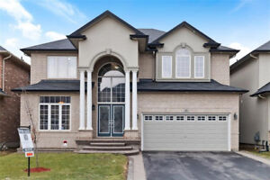 Beautiful Home for Sale in Ancaster!