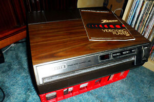 Vintage ZENITH VP2000 - CED Video Disc Player and Discs