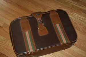 Take flight: good-looking retro suitcase in immaculate condition Kitchener / Waterloo Kitchener Area image 2