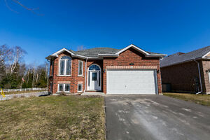 New Listing! Pristine 5 bdrm family home in Wasaga Beach!