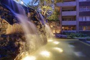 3 1/2 - Downtown - gym, pool, beautiful courtyard & waterfall