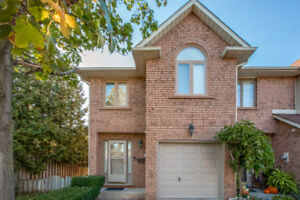 Executive End Unit Townhome in Stoney Creek