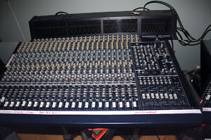 Behringer Eurodesk MX9000 Mixing Console