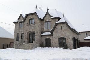 Majestueux cottage situé à Mascouche