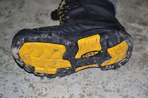 Size 4 Keen winter boots London Ontario image 3