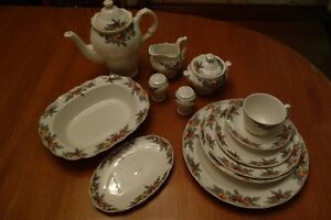 Royal Doulton 72-piece china set - ensemble vaisselle