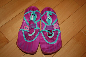 Girls size 2 water shoes Children's Place