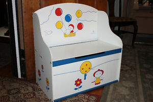 CHILD'S TOY BOX
