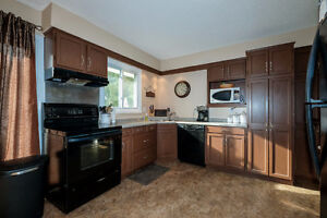 GREAT LASALLE HOME LOCATED ON A LARGE LOT ACROSS FROM A PARK~ Windsor Region Ontario image 4