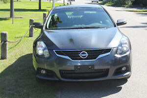 2010 Nissan Altima 3.5SR Coupe (ONLY 50,000 KMS)