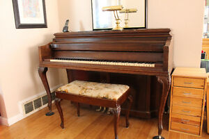 Second hand piano from music teacher for sale