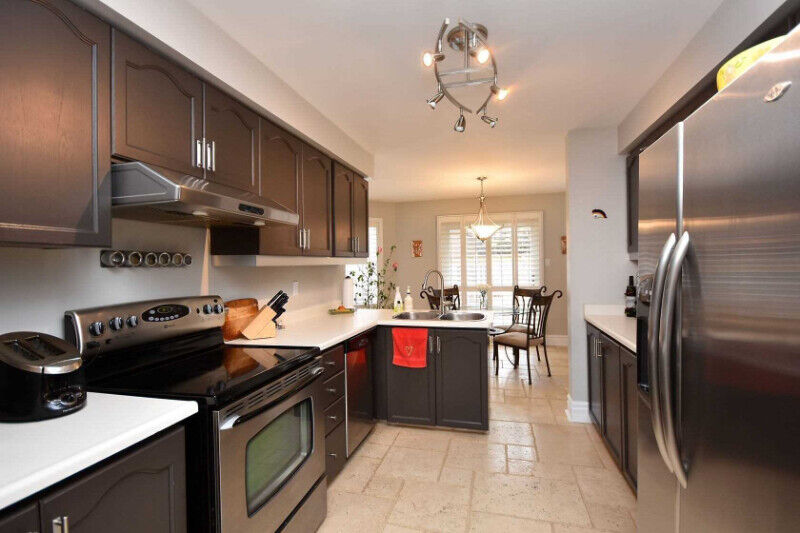 detached home with with 4 bedrooms 3 washrooms and basement mis3