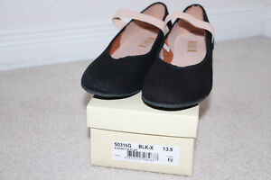 Black canvas character shoe size 13.5