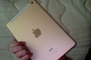 Looking to trade iPad Mini 4 (Gold) for iPhone 6 West Island Greater Montréal image 2