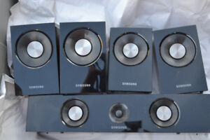 Samsung Surround 5.1 Speakers And Blu-Ray Player Combo Subwoofer