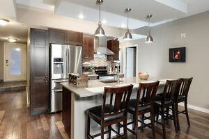 Lrt to UofA Elegant 1115 sq ft Downtown Condo w/ low condo fee