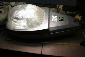 Luminaire exterieur sodium comme dans les rues et stationnement