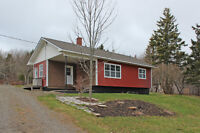 Picture perfect mountain views; fully reno'd bungalow in Nictaux