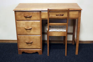 Excellent Solid Maple Petite Desk w/ Chair SEE VIDEO