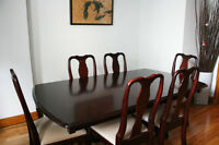 Dining table, 6 chairs, hutch -Table à manger, 6 chaises, buffet