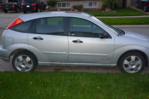 2005 Ford Focus ses zx5 Hatchback London Ontario image 3