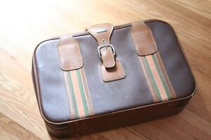 Take flight: good-looking retro suitcase in immaculate condition
