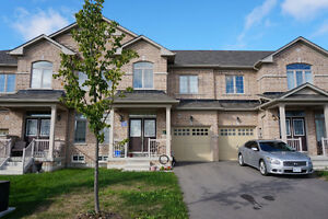Home For Rent in Stoufville 3 Bedrooms + 3 Bathrooms
